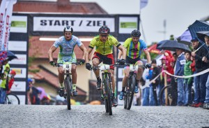 11.06.2016: DM Bike Sprint, 11.06.2016: Deutsche Meisterschaft Mountainbike XCE (Sprint) in Bodenmais, Vitus Wagenbauer (TV Miesbach 1863 e. V.), Simon Gegenheimer (Rose Vaujany fueled by Ul.), Pascal Ketterer (RSV Hochschwarzwald), (l-r)  - © Marco Felgenhauer / Woidlife Photography